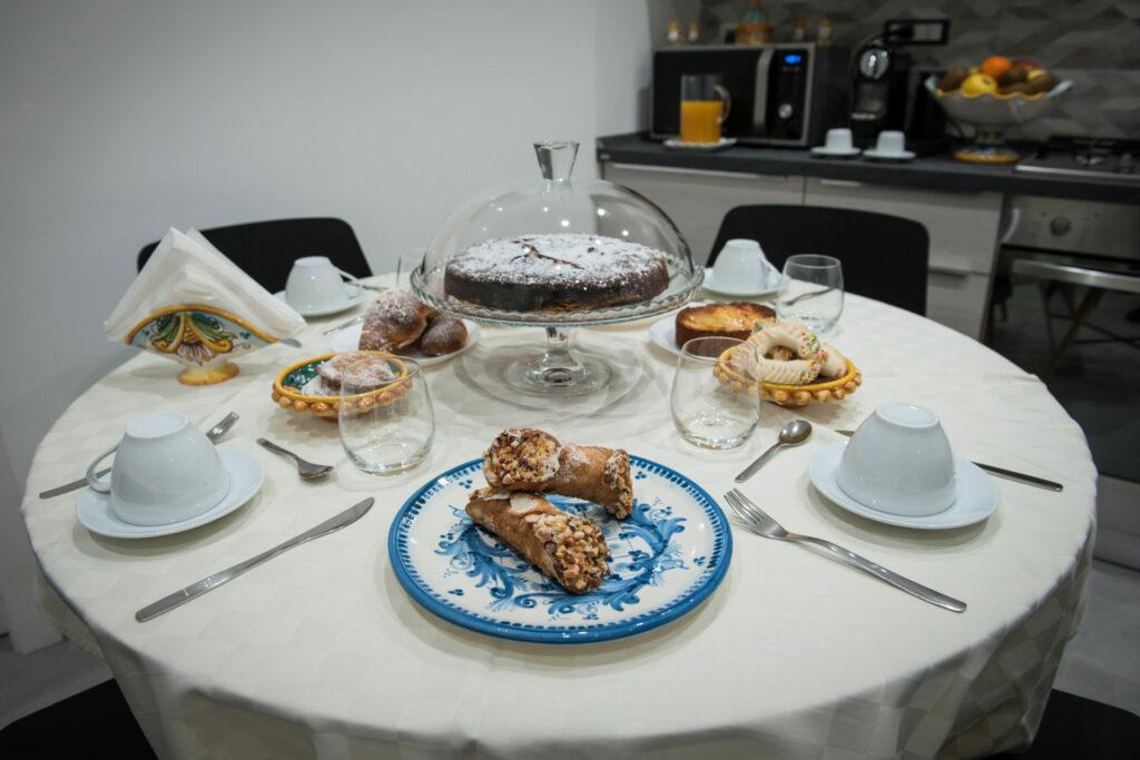 cannoli siciliani su tavolo